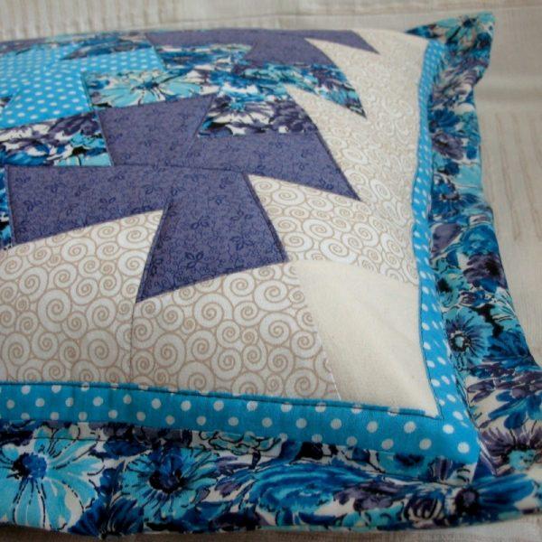 detail polštáře patchwork originál studené barvy