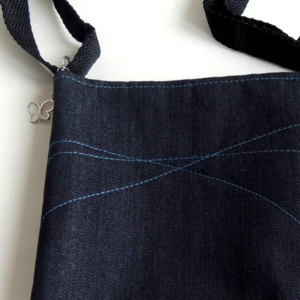 lehká sportovní černá kabelka pro holky z riflového materiálu a ozdobným prošíváním