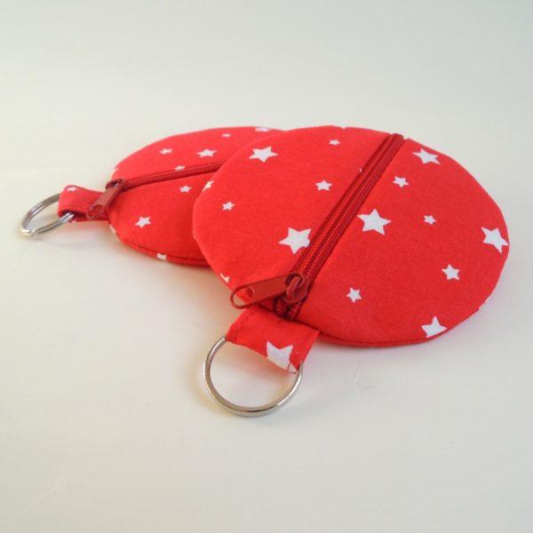 kulaté červené textilní pouzdro na zip s kroužkem na pověšení