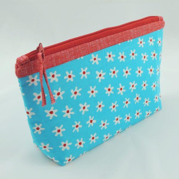 květované modré textilní pouzdro na zip na školní potřeby