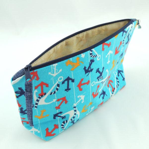 modré textilní pouzdro na zip na školní potřeby se vzorem kotviček