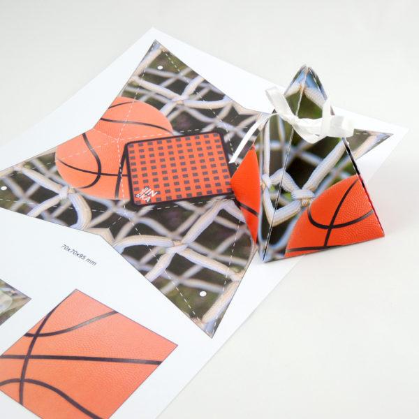 dárková krabička tvar jehlan motiv basketbal
