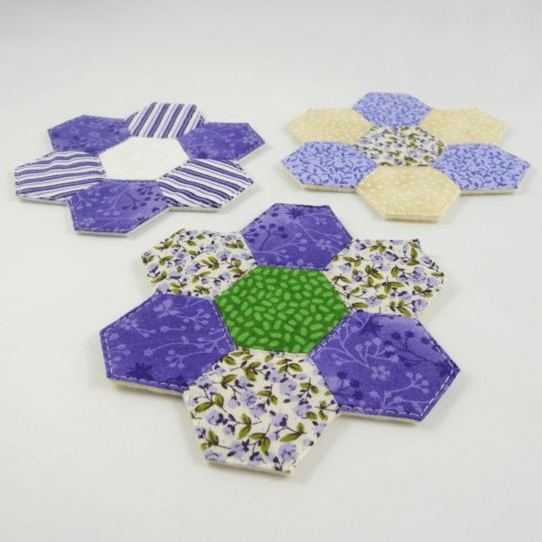 sada originálních ručně šitých podložek pod hrníčky patchwork babiččina zahrádka