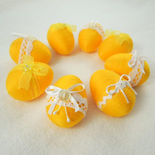 žluté velikonoční vajíčka