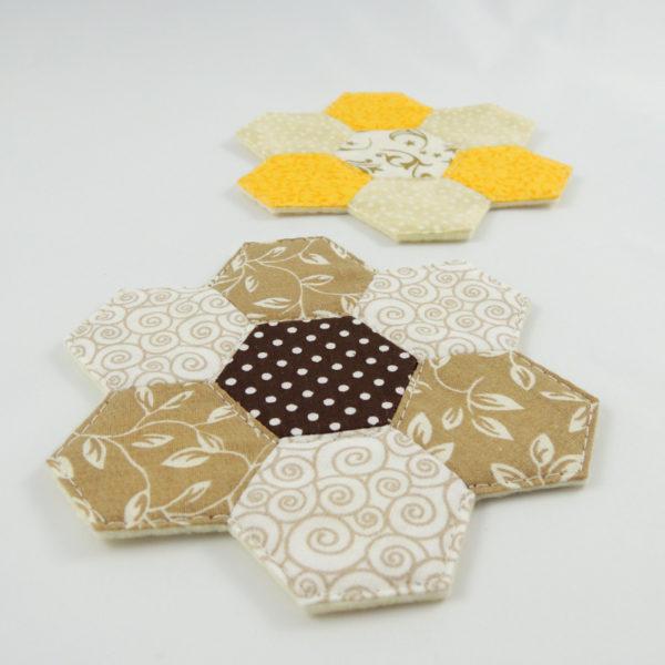 jemné barvy podložka pod hrníček ručně šitá patchwork
