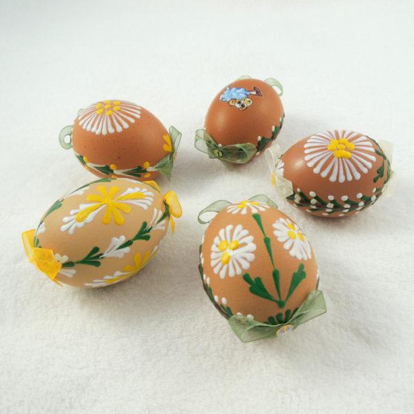 velikonoční dekorace kraslice zdobená voskem mašličky