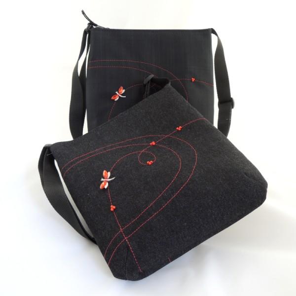 sada sportovní černá kabelka, peněženka a pouzdro na mobil vše z černé rifloviny nebo softshellu s červeným prošitím a doplněno červenými korálky