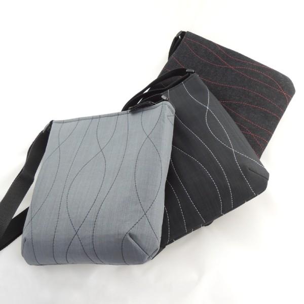 Lehká sportovní kabelka šedá nebo černá, bílé, modré nebo červené prošívání, neuvěřitelně lehká.
