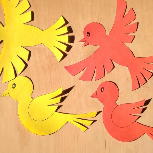soubor ke stažení a vytištění na tiskárně s motivem ptáčka jako dekorace na okno