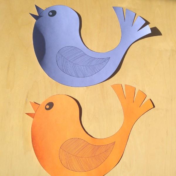 vystřižená papírová dekorace ptáčka