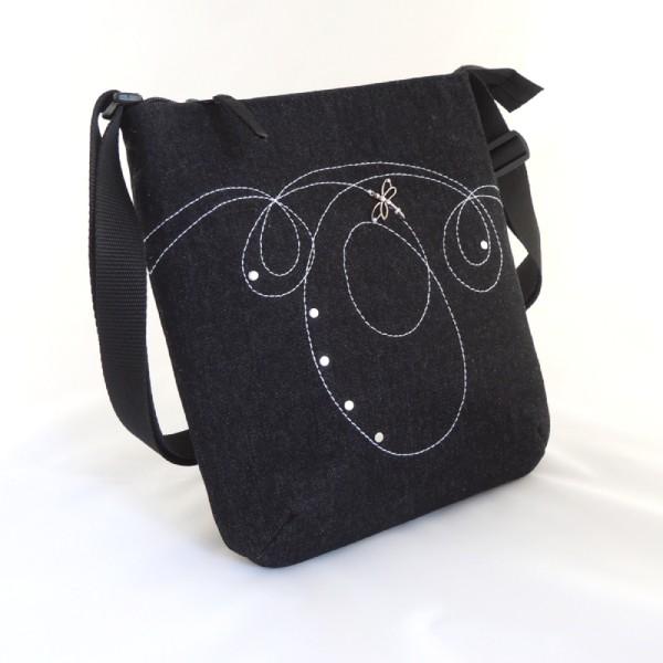 lehká černá příruční kabelka sportovního typu se zapínáním na zip