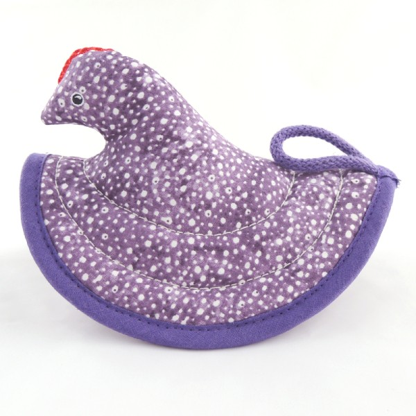 fialová kuchyňská chňapka slepička, bíle kropenatá