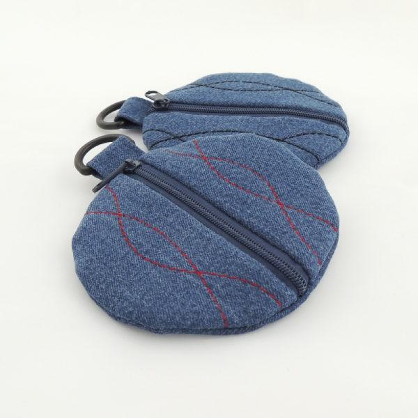 modré riflové pouzdro na sluchátka, červené nebo modré ozdobné prošití