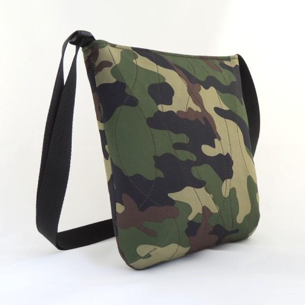 Lehká dámská sportovní kabelka ze softshellu kamufláž