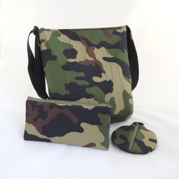 sada sportovní kabelky, pouzdra a peněženky ve stejném stylu ze softshellu se vzorem kamufláž