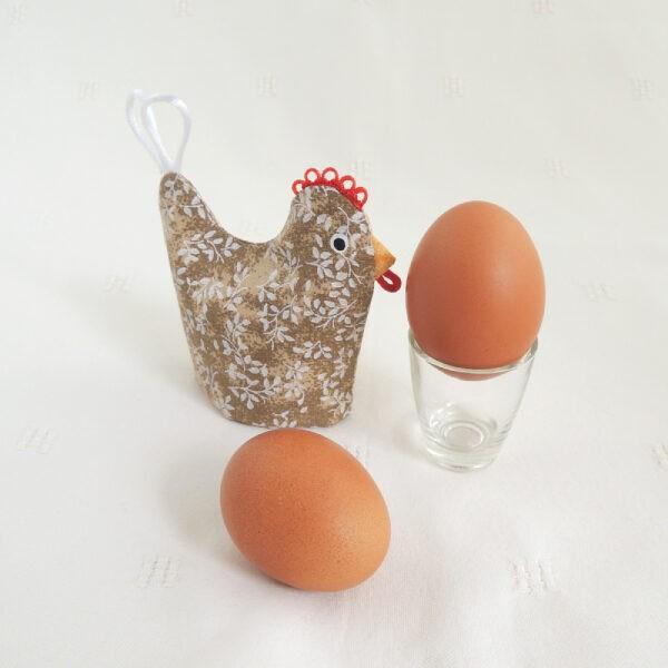 textilní obal na uvařené vajíčko ve tvaru slepičky