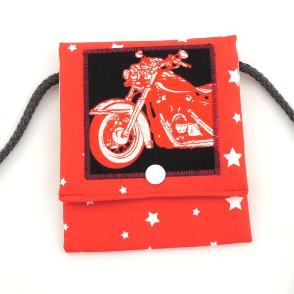 červená kapsička na krk s obrázkem motorky