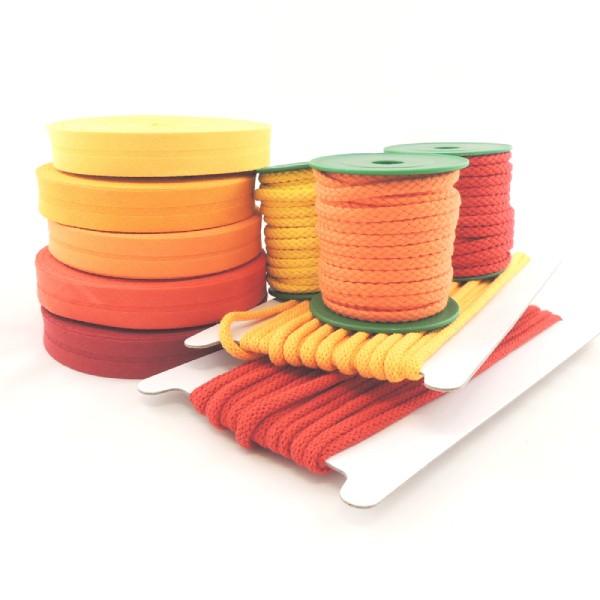 barevné odstíny šňůr a šikmých proužků