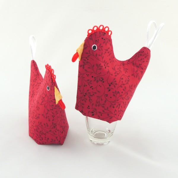 originální obal na vajíčka, slepička ve vínových barvách s hřebínkem, ocáskem a zobáčkem