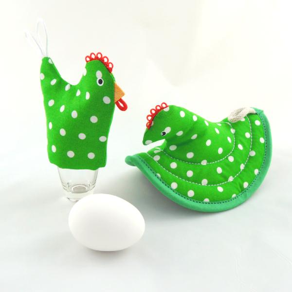 kuchyňská chňapka slepička má svoji sestřičku slepičku na uvařené vajíčko, zelená s bílými puntíky