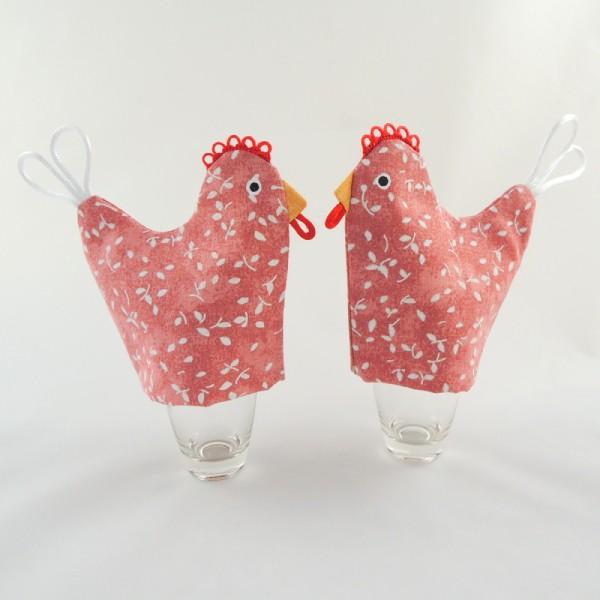 obal slouží na vajíčko na měkko, dokonale prostřená snídaně, návleky jsou starorůžové barvy s bílými větvičkami, tvar slepičky, zobáčer, hřebínekm ocásek, namalované oči