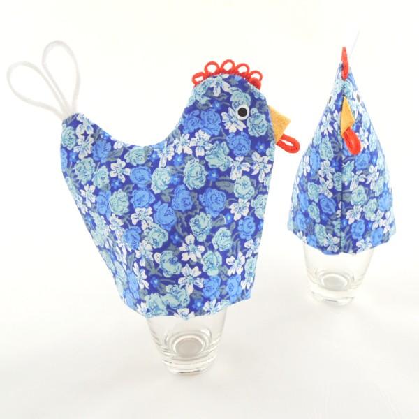 kuchyňská chňapka slepička má svoji sestřičku slepičku na uvařené vajíčko, modrá bavlna s květinovým motivem