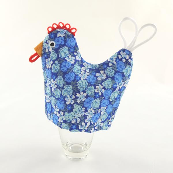 textilní slepička na vajíčka, funkční dekorace na stůl, modrý květinový motiv